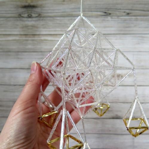 Skaidrus stiklo vamzdelių sodas su karuliais