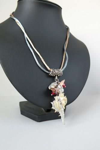 Vėrinys su kriaukle ir perlais