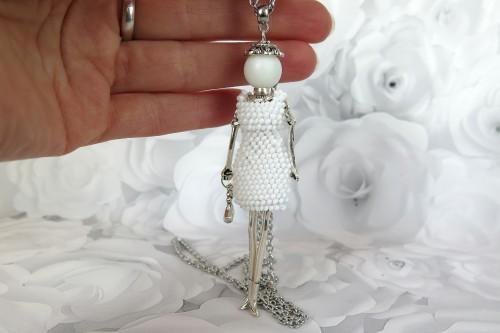 Damutė balta mini suknele