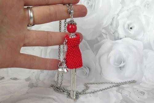 Damutė raudona mini suknele